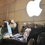 """Right"" Kind of People Sleep Outside Apple Store"